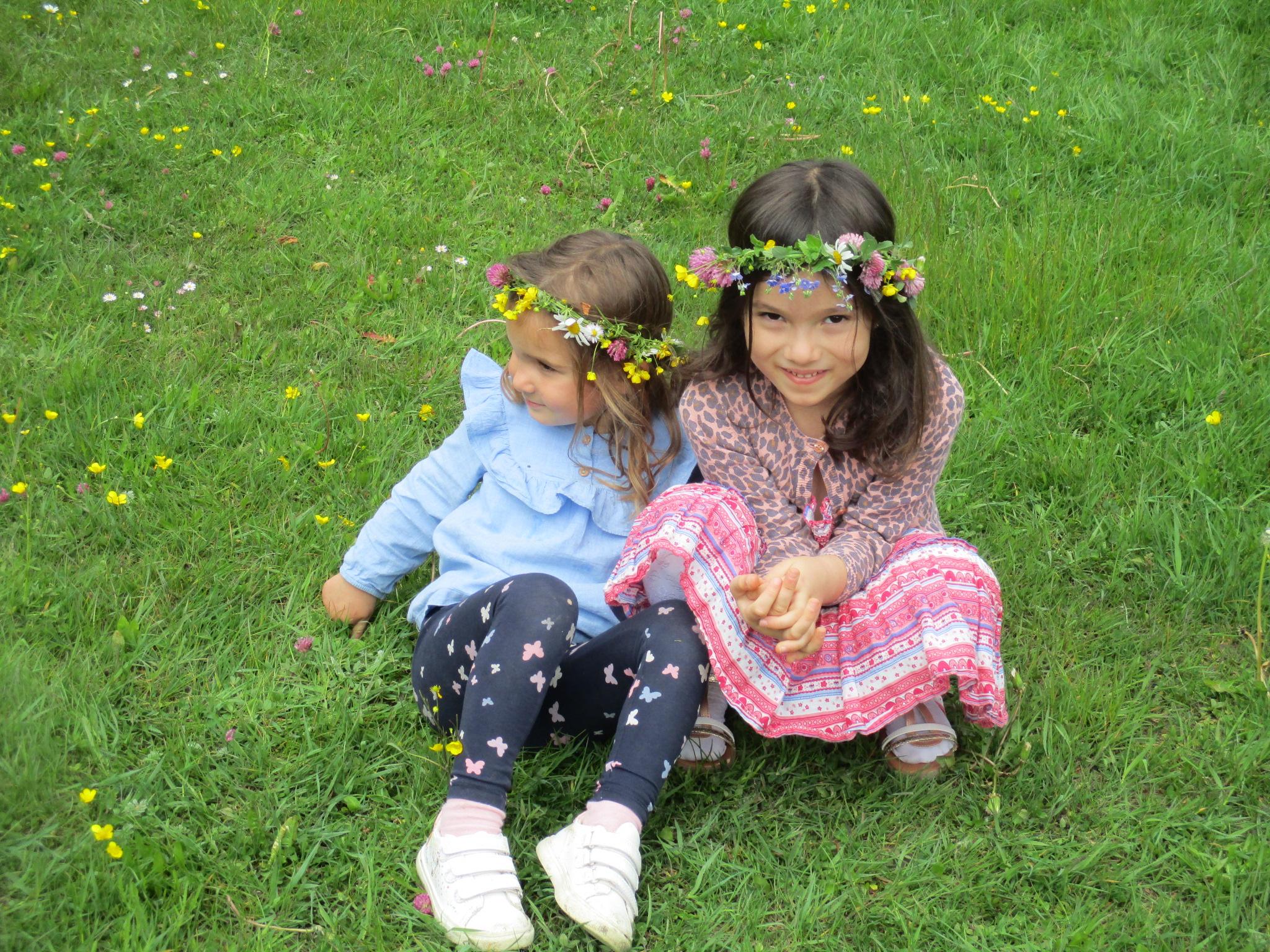 Unsere Blumenkinder haben viel Spaß im weitläufigen Garten
